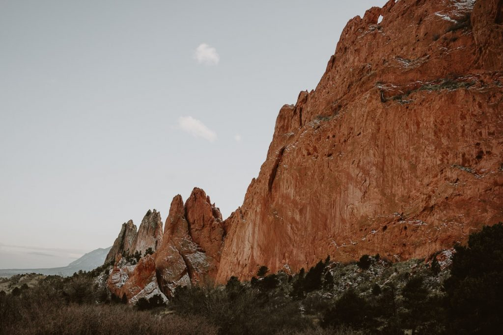 Wide landscape photo of the kissing camels at Garden of the Gods
